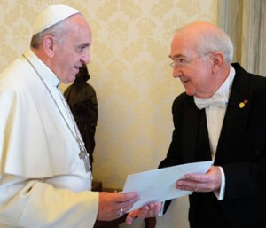 Ken Hackett presents his credentials to Pope Francis.