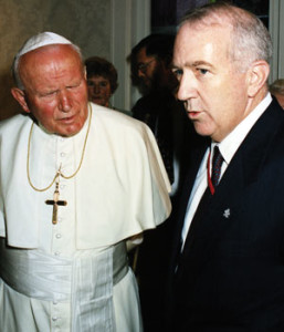 Then CRS-president Ken Hackett chats with St. John Paul II during the Holy Father's visit to CRS headquarters in Baltimore on Oct. 8, 1995.